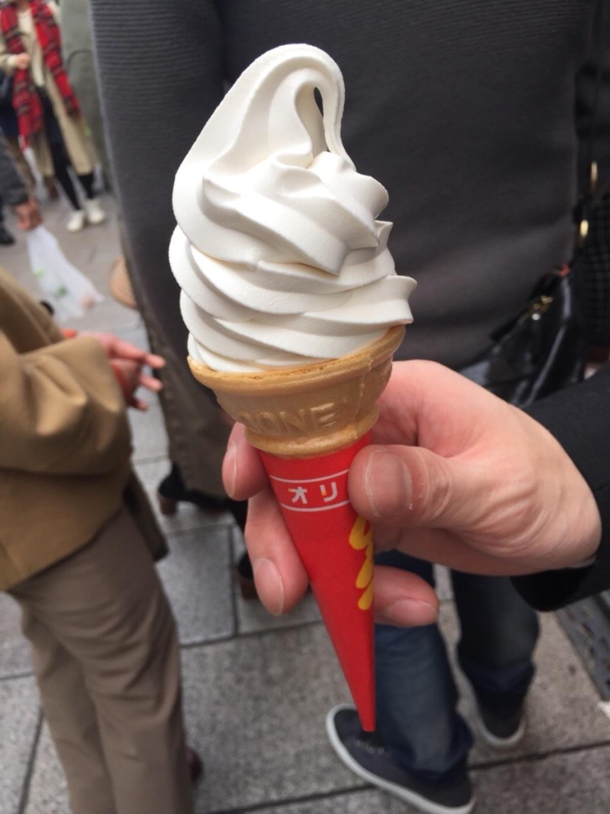 杏仁ソフトクリーム